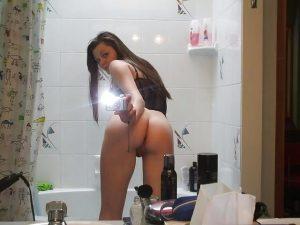 cute-teen-butt-selfie