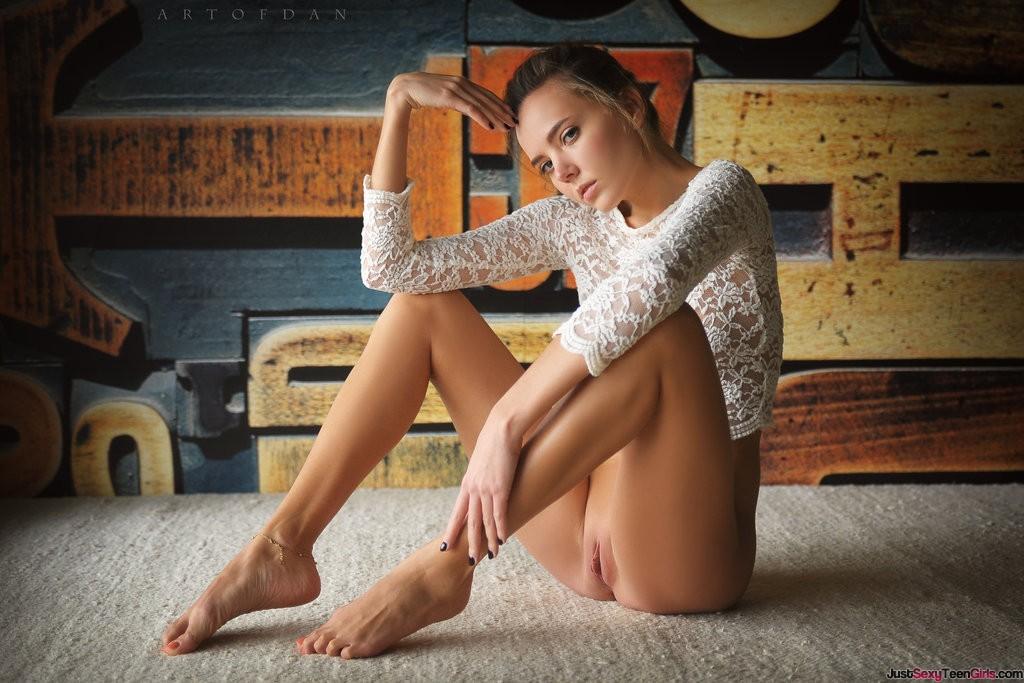 hot ass pics of abraham on porn