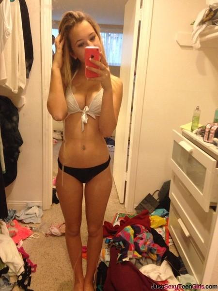 teen-babe-bikini-selfie
