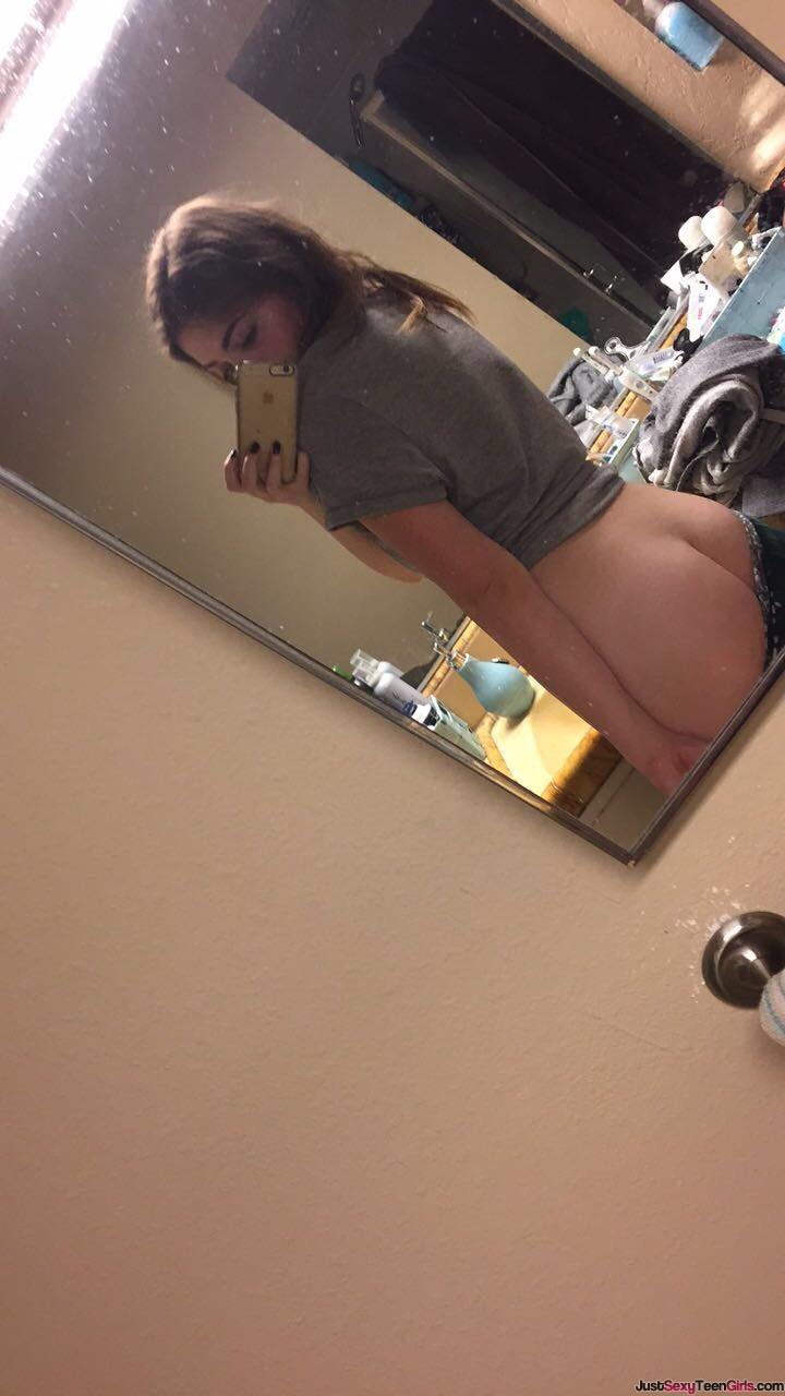 teen-girl-booty-selfie