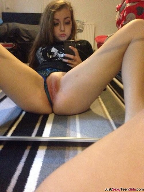 teen-selfie-panties-pulled-flashing